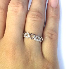 5 Hearts Promise Ring - Beautiful Promise Rings #HeartPromiseRing #HeartShapedPromiseRing #RingOnHand