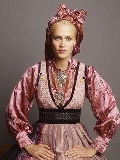 Norwegian Clothing, Costume Ethnique, Beautiful Norway, Folk Fashion, Medieval Dress, Folk Costume, Costumes, Textiles, Traditional Dresses