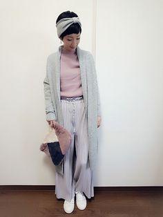 こんにちは☀ 淡いグレーとピンクのコーデ😊💓 グレーとピンクの組み合わせ好きです🎵 プリーツワ