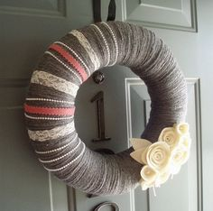 Bah, I keep finding the cutest wreaths! I need to stop looking and start making my own - but I want them all!!!