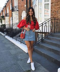 Here are some different denim skirt style ideas for you. Denim Skirt Outfits, Chic Outfits, Spring Outfits, Trendy Outfits, Denim Skirt Outfit Summer, Demin Skirt, Look Retro, Vetement Fashion, Look Chic