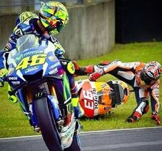 Valentino Rossi - So Funny Epic Fails Pictures Gp Moto, Moto Bike, Motorcycle Bike, Valentino Rossi Yamaha, Valentino Rossi 46, Marc Marquez, Vr46, Racing Motorcycles, Road Racing