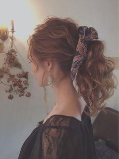 暑い季節も終わり、涼しい日も多くなってきた今の季節。毎日のヘアアレンジもそろそろチェンジしていきませんか?夏には邪魔だった後れ毛や、たゆんとしたローポニーテールだって秋なら楽しめちゃうんです♡今回はそんな秋にチャレンジしたいポニーアレンジをまとめてご紹介します。