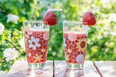 Virkistävä hedelmäsmoothie Pint Glass, Smoothies, Beer, Drinks, Tableware, Smoothie, Root Beer, Drinking, Dinnerware