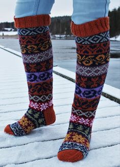 Tavaroiden taikamaailma: Finlandia-sukat Winter Scenes, Knitting Socks, Leg Warmers, How To Find Out, Legs, Color, Clothes, Products, Fashion
