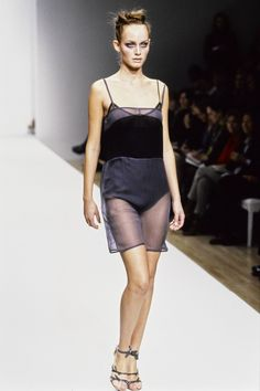 Prada Spring 1997 Ready-to-Wear Fashion Show - Amber Valletta