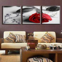Ширина картины должна быть не менее трети ширины дивана, иначе картина будет выглядеть уныло и не броско.
