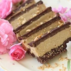 Summary: Salads, drinks and many other food items can be prepared using raw food and with easy to make raw food recipes. Best Dessert Recipes, Raw Food Recipes, Fun Desserts, Baking Recipes, Healthy Sweets, Healthy Baking, Healthy Food, Raw Cake, Raw Food Diet
