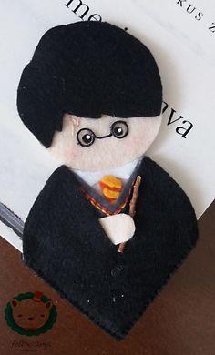 Marca Página Harry Potter em feltro. Temos outro modelo do mesmo personagem. OBS: não acompanha o livro. Altura: 13cm aproximadamente