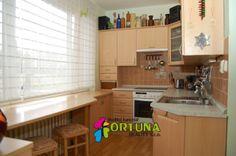 Kuchyňská linka vyrobená na míru do panelového bytu s maximálním využitím prostoru