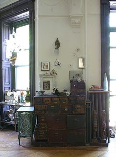 House and studio of Ann Wood. The chest of drawers was part of her father's workshop. (Interview on Design*Sponge) Furniture Inspiration, Interior Inspiration, My Home Design, House Design, Ann Wood, Piece A Vivre, Lofts, House In The Woods, Wood Design