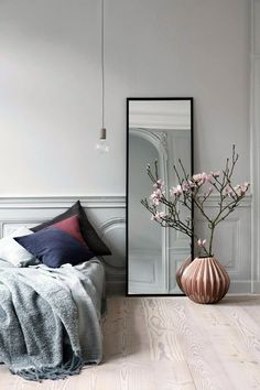 Напольные вазы — стильный аксессуар в дизайне интерьера