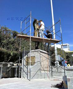 Dentro de nuestros servicios contamos con el personal capacitado para el mantenimiento, reparación y restauración de esculturas de bronce, y en otros materiales como en resinas, en fibra de vidrio. Como también podemos asesorarles en lo que se refiere al mejoramiento de fuentes y monumentos.