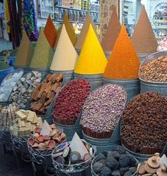 Shop for spices in Marrakech Market (Morocco) Ibiza, Moroccan Spices, Group Tours, North Africa, Spice Things Up, The Good Place, Places To Go, San Antonio, Marketing