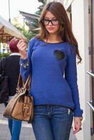 Granatowy sweter z lamówką i serduszkiem