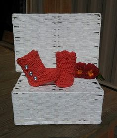 Check out this item in my Etsy shop https://www.etsy.com/listing/478619031/crochet-baby-girl-booties-baby-girl