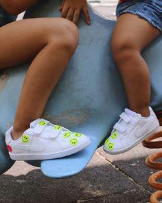 ¡Ya huele a fin de semana!💙  Después de una semana de aprender y jugar ¿qué mejor que ir a divertirse al parque con tus zapatillas nuevas?😍 Kids Sneakers, Nike, Shoes, Fashion, Shoes For Girls, Park, Sports, Moda, Zapatos