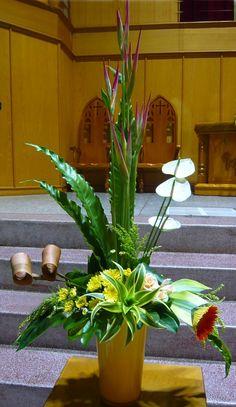 Contemporary Flower Arrangements, Large Flower Arrangements, Table Arrangements, May Designs, Church Flowers, Floral Centerpieces, Amazing Flowers, Flower Designs, Center Table