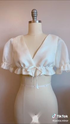 Diy Fashion Hacks, Fashion Outfits, Fashion Tips, Diy Fashion Tops, Sewing Basics, Sewing Hacks, Sewing Tutorials, Diy Clothes Design, Couture Sewing