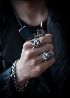 Pulseras hombre - LAS MEJORES PULSERAS PARA HOMBRE Piercings, Dark Fashion, Mens Fashion, Mode Rock, Grunge Jewelry, Bad Boy Aesthetic, Mein Style, Pretty Hands, Looks Style