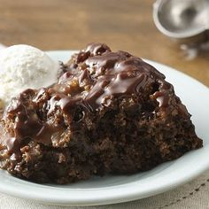 Slow-Cooker Hot Fudge Sundae Cake @keyingredient #cake #dessert #slowcooker