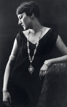 Renée Puissant, the daughter of Estelle Arpels and Alfred Van Cleef, became the Maison's artistic director in 1926.