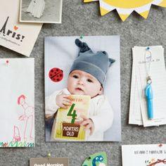 Het eerste levensjaar van een baby bestaat uit bijzondere momenten (mijlpalen) zoals het eerste lachje, de eerste stapjes en de eerste keer mama zeggen. Met de Milestone Baby Cards kun je nu elke mijlpijl vastleggen. Op de dag van de mijlpaal neem je de bijpassende Milestone Baby Card, schrijf je de datum erop en maak je een foto van je baby met de kaart.