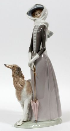 LLADRO PORCELAIN FIGURE 'LADY W/ GREYHOUND' : Lot 40039