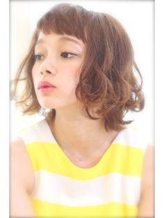 【少し前までは長い前髪が流行ってたのに?!】今年の流行は「オンザ眉毛」前髪?!
