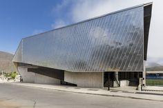 Ein Vordach als Argument - Sporthalle in Chile von Carreño Sartori Arquitectos