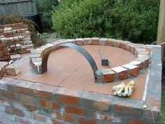 oven - Roof Tutorial and Ideas Best Outdoor Pizza Oven, Build A Pizza Oven, Diy Pizza Oven, Outdoor Oven, Pizza Ovens, Garden Pizza, Chicken Garden, Oven Diy, Brick Bbq