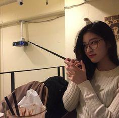 Ulzzang Kids, Ulzzang Korean Girl, Korean Aesthetic, Aesthetic Girl, Pretty Asian, Beautiful Asian Girls, Uzzlang Girl, Ulzzang Fashion, Girl Swag