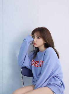 nayeon cute [Behind The Scenes] Nayeon x NYLON Kor - proksim Kpop Girl Groups, Korean Girl Groups, Kpop Girls, Kpop Fashion, Korean Fashion, Selfies, Nayeon Twice, Twice Once, Twice Kpop