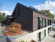 Haus am See Landau + Kindelbacher Architekten – Innenarchitekten Residential Architecture, Amazing Architecture, Modern Architecture, Contemporary Barn, Home Greenhouse, Hillside House, Modern Coastal, House On A Hill, Simple House