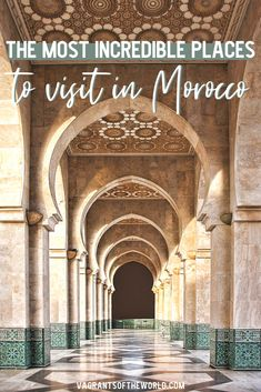 Things to do in Morocco. Visiting the Hassan II Mosque in Casablanca in Morocco is a must-see experience on your trip. Read here about the Hassan II Mosque in Casablanca, fun facts plus opening hours, mosque tours and costs. Also includes what to wear in Visit Morocco, Morocco Travel, Africa Travel, Marrakech, Tangier, Morocco Itinerary, Voyager Seul, Solo Travel Tips, Travel Advice