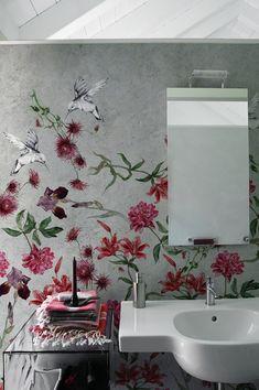 Tapete für ein fugenloses Bad (Foto: Wall&Deco)