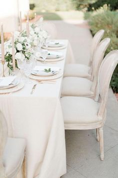 Soft and neutral wedding reception Classic Wedding Flowers, Cheap Wedding Flowers, Elegant Wedding, Floral Wedding, Periwinkle Wedding, Dream Wedding, Wedding Table Settings, Wedding Reception Decorations, Wedding Centerpieces