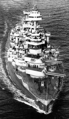 USS Texas, 15 March She is the last dreadnought in existence and is currently a museum ship in Houston, TX. She also fired the salvo in the Normandy invasion. Naval History, Military History, Poder Naval, Uss Texas, Us Battleships, Us Navy Ships, Military Weapons, United States Navy, Tall Ships