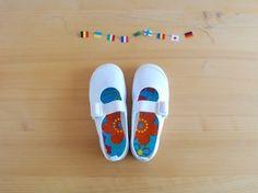 こっそり可愛く、自分の上履きがすぐわかるように。 右と左も覚えてね* 洗剤をつけて何度洗っても大丈夫! http://cocoroaru.exblog.jp/22886485/