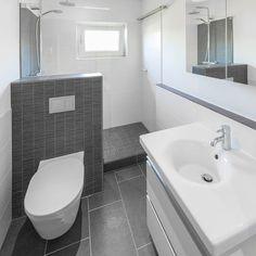 apartment bathroom D - bathroomdecoration Mini Bad, Apartment Floor Plans, Comfy Bedroom, Small Hallways, Natural Home Decor, Bathroom Flooring, Corner Bathtub, Small Bathroom, House Styles