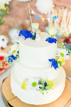 #Hochzeitstorte mit blauen Blüten