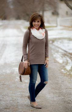 CASUAL WINTER OUTFIT FORMULAS: SKINNY JEANS + SOLID PULLOVER + SCARF + FLATS