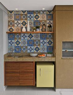Hydraulic tiles in the decoration of environments Kitchen Interior, Kitchen Decor, Kitchen Design, Style Rustique, Kitchen Tiles, Tile Design, Diy Woodworking, Interiores Design, Home Kitchens