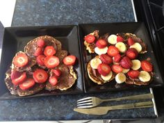 Slimming World Pancakes! 35g porridge oats (HEB) 1 muller light yoghurt 2 beaten eggs 2 tsp of sweetener Mix porridge oats and muller light yoghurt and keep in fridge over night. In the morning add 2 eggs and sweetener. Mix all together and fry like normal pancakes using frylight. We used chocolate philadelphia for an extra treat which is 4.5 syns per 35g. Enjoy :)
