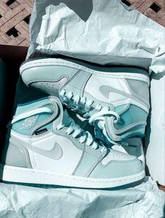 Dr Shoes, Cute Nike Shoes, Swag Shoes, Cute Sneakers, Hype Shoes, Sneakers Mode, Jordan Shoes Girls, Girls Shoes, Shoes Women