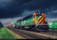 Net Photo: BN 3110 Burlington Northern Railroad EMD at Brookfield, Illinois by Mike Danneman Electric Locomotive, Diesel Locomotive, Steam Locomotive, Bnsf Railway, Burlington Northern, Train Art, Train Pictures, Train Tracks, Model Trains