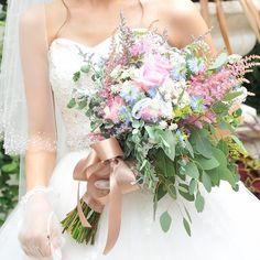 お花が溢れ出るシャワーブーケのデザインまとめ | marry[マリー]