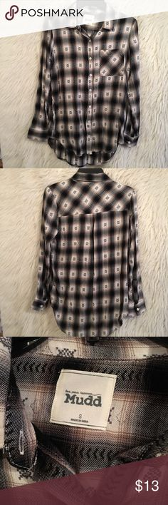 Mudd - Flannel Top - Size Small Mudd - Flannel Top - Size Small  Gently Used - Zero Signs of Wear Mudd Tops Button Down Shirts