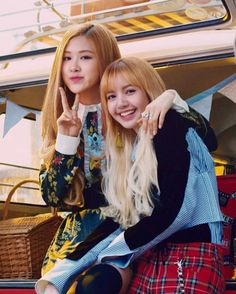 Kpop Girl Groups, Korean Girl Groups, Kpop Girls, Jennie Lisa, Blackpink Lisa, Yg Entertainment, Kpop Girl Bands, Pre Debut, Kpop Couples