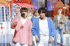 Animated gif shared by Eliana. Find images and videos about gif, bts and jungkook on We Heart It - the app to get lost in what you love. Taekook, Bts Vmin, Jungkook V, Bts Photo, Foto Bts, K Pop, Vkook Gif, V Gif, Animated Gif